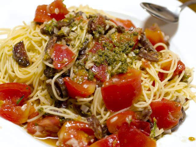 サラミと完熟トマトの冷製パスタ