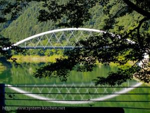 奥多摩湖に架かる三頭橋