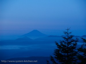 朝日に浮かぶ富士山