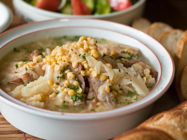塩豚と豆とキャベツの煮物(オーベルニュ地方風)