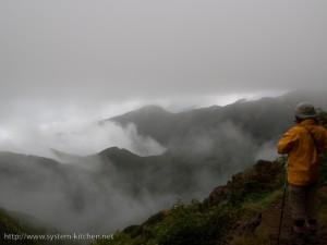 雲海の中の山々