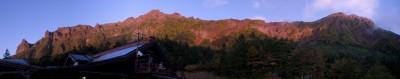夕日に染まる八ヶ岳主峰西壁