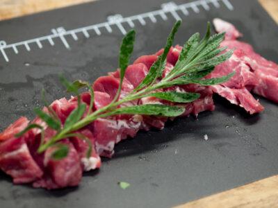 フィレ肉を切る